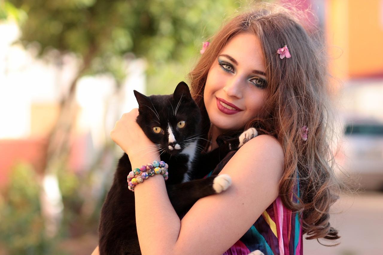 初めて猫と暮らす人必見・家探しから必要なものまで〜5つのポイント〜